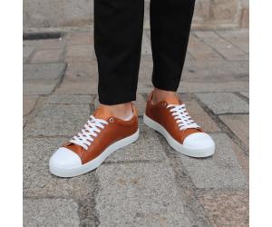 Abelia Camel, les chaussures Made in France épurées de Sessile vue pieds sur le coté