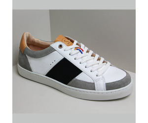 Hiba dans sa déclinaison Noir et Blanc. La sneaker Sessile au style très graphique avec ses coloris Noir et Blanc.